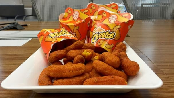 c1750180-3a34-11e6-8357-f503de58433f_We-Tried-Burger-King-s-Mac-n-Cheetos-Before
